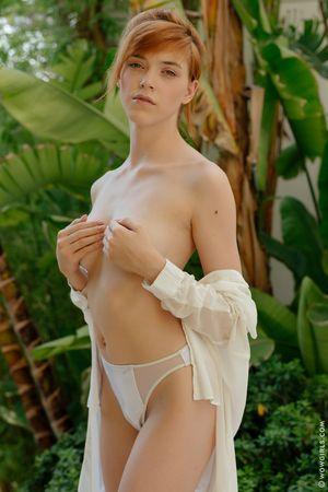 Meet Anny Aurora