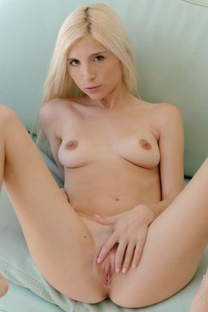 A Blonde In Heat